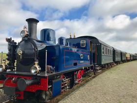 Historischer Lok in Royal-blau und schwarz