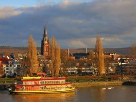Bonn in der Abenddämmerung am Fluss