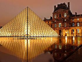 Paris: Louvre by night