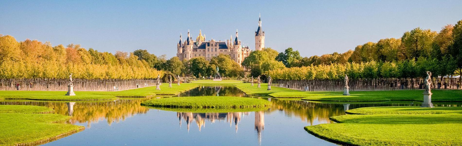 Schweriner Schloss Mit Parkanlage
